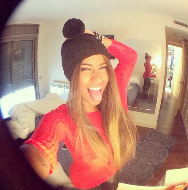 A Rafaella irmã do Neymar e sua careta em selfie!